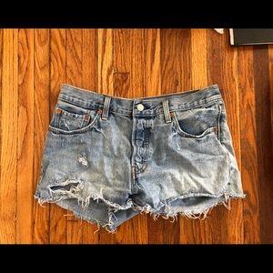 Levi low waisted shorts